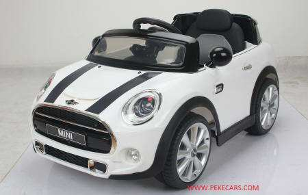 mini hatch blanco lateral izquierdo