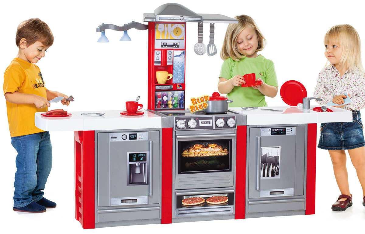 Cocina vista desde frente con todos los accesorios disponibles