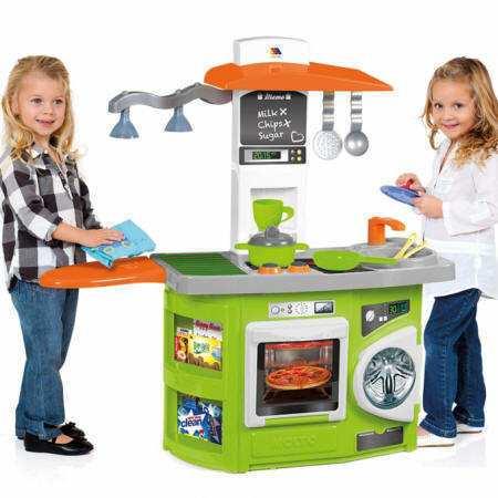 Niñas jugando con la cocina