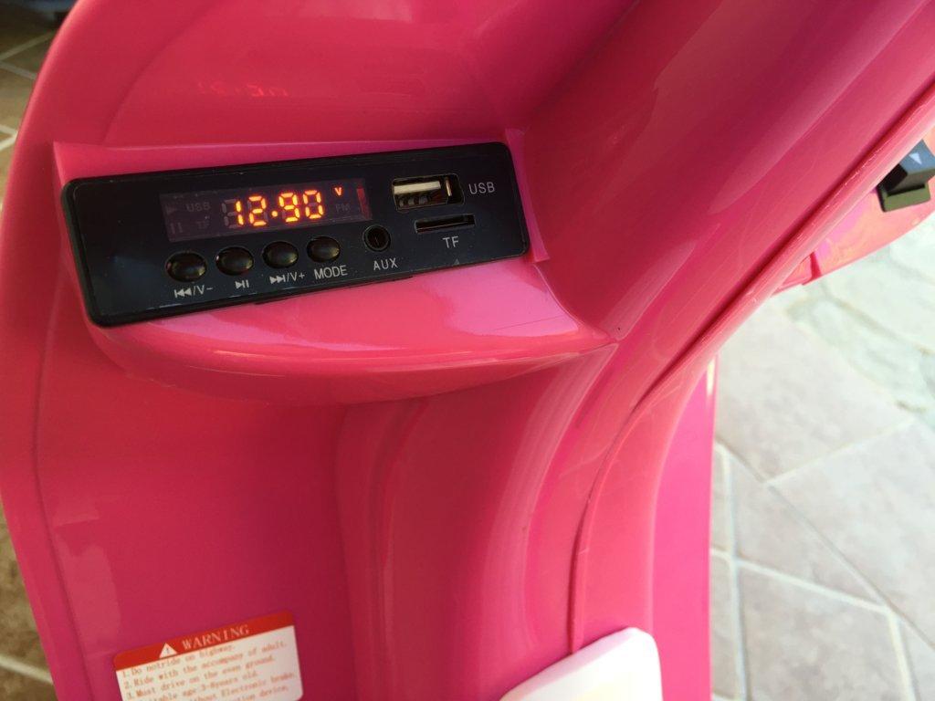 Vespa style 12v pink radio